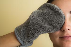 Варежка для снятия макияжа ©Фото Евгения Мельченко, Юга.ру
