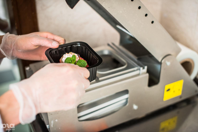 Запаивание контейнера с блюдом Smartfood