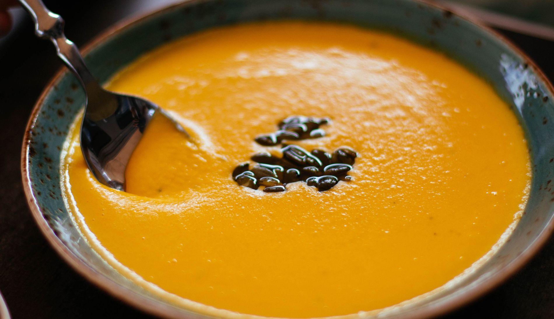 Тыквенный крем-суп © Фото Valeria с сайта pexels.com