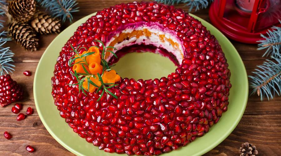 Салат «Гранатовый браслет» © Фото предоставлено пресс-службой сервиса «СберМаркет»