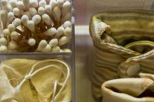 Ушные палочки, многоразовые прокладки, менструальная чаша в чехле ©Фото Евгения Мельченко, Юга.ру