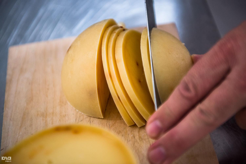 Готовый качокавалло с добавлением острого перца